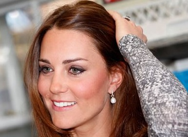 Duchess Kate Wore Wrap Dress And Expensive Diamond Necklace