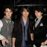 Jonas Brothers Answer Fans' Questions Online
