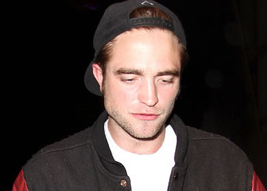 robert pattinson age, latest robert pattinson news, who is robert pattinson dating, how old is robert pattinson