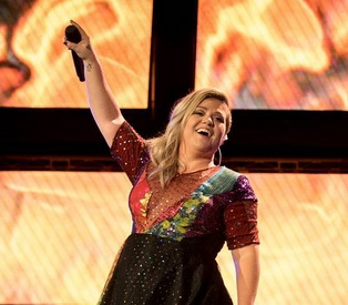 kelly clarkson, kelly clarkson lyrics, kelly clarkson photos, kelly clarkson hairstyles
