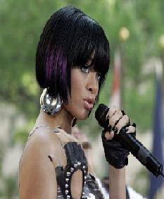 Rihanna Denies Stories She Is Dating Chris Brown