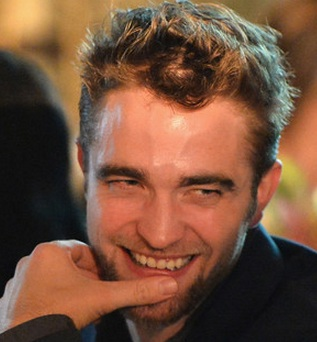 latest on robert pattinson, did robert pattinson break up with kristen stewart, kristen stewart robert pattinson, robert pattinson and kristen stewart