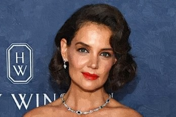 Katie Holmes Celebrates Her 40th Birthday At A New York City Restaurant